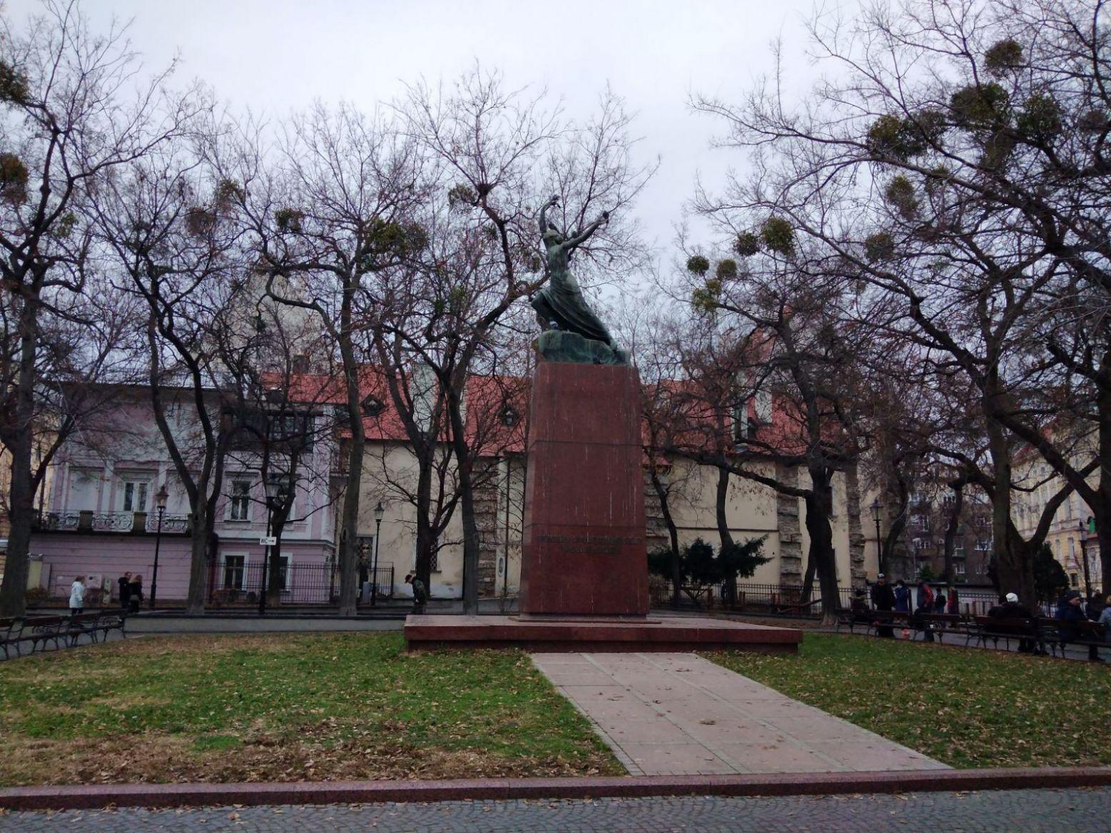 statua111.jpg